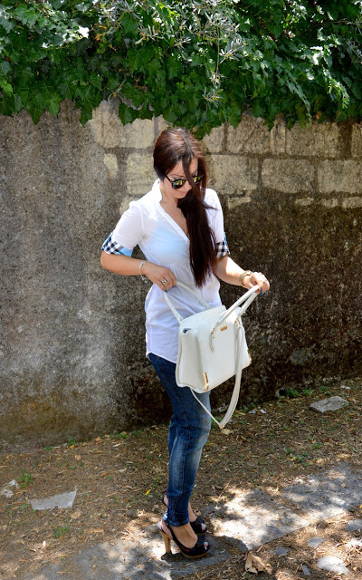 White, gold, blu and classy outfit